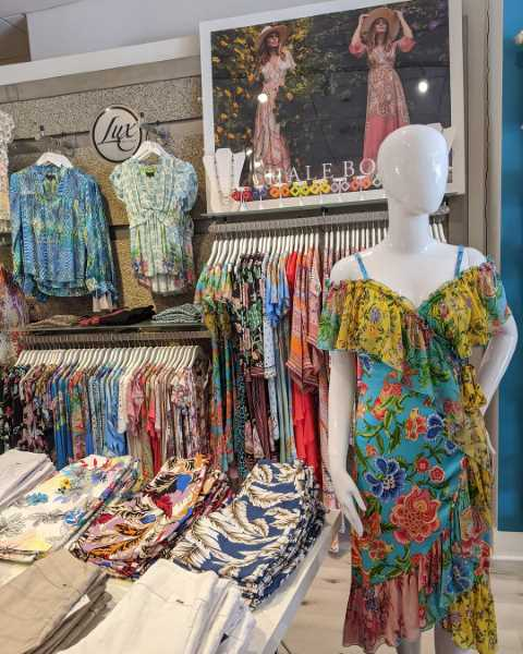 Naples shopping, Naples Fl Shopping Centers, Naples Malls, Shops in Naples, Naples Fine Shops, Where to shop in Naples Fl. Naples Fine Shopping, Naples Fine Dining and Shops, Naples Destination for Shopping and dining, Naples Waterside shopping, Naples Waterside dining, Naples waterfront dining, Naples waterfront shopping, Boutique Shopping in Naples Fl, Shops in Naples Fl, A Horse Of A Different Color, À-Tout-Âg, All About April, BU Club, Casanova Venetian Glass & Art, Chico's, DanaTyler, Diane's Fine Fashions, Everything But Water, Exquisite Timepieces, Fabec-Young & Co, H.T. Chittum & Co, J.McLaughlin, J&K Collections, Lux Boutique, Mondo Uomo, Monkee's of Naples, Panache, Patchington, Pratt's Shoe Salon, Sara Campbell, Simply Natural, Southern Tide, Sperry Shoes & Natural Comfort, Sukie's Wine Shop, Teruzzi, the b. store, The Gallery Of Estate, The Spice & Tea Exchange, Tommy Bahama, Whispers of Naples, Wildflower, WM Phelps Custom Jeweler