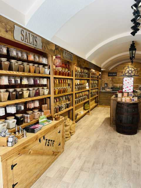 Naples Shops, The Spice and Tea Exchange, Naples Spice Shops, Spices in Naples Fl, Where do I buy Spices in Naples, Alexa, Seri, Closest Spice Stores to me, Naples Gifts stores, Tea Stores in Naples, Naples Shopping, Family gift shops in Naples